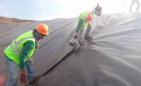 HDPE土工膜在渣场铺设的施工方案及协调措施-2